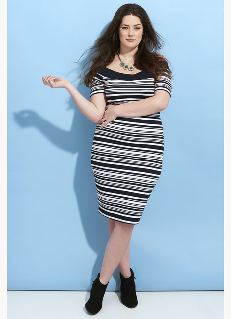 Amber Stehlik plus curve lifestyle commercial print fashion model single grid slide 5